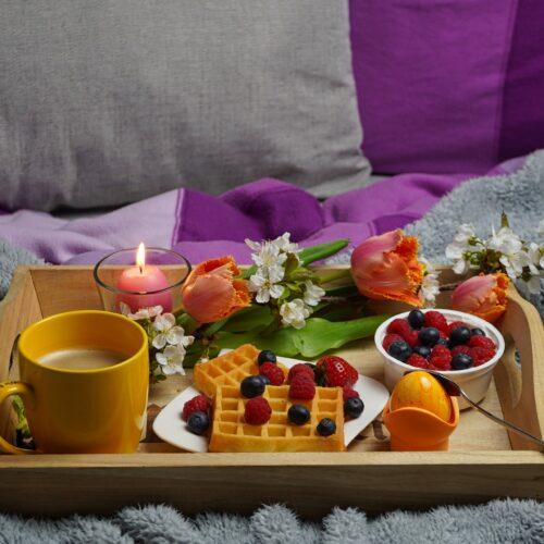 breakfast-in-bed-5006404_1920